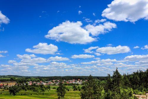kraštovaizdis,gražus dangus,debesys,dangus,kaimas,vaizdas,gražus,gamta,gražus oras,medis,Lenkija,vasara,grožis,žalias,erkės,saulėta diena