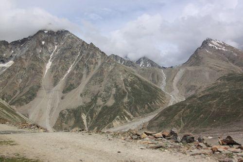 landscape mountain barren