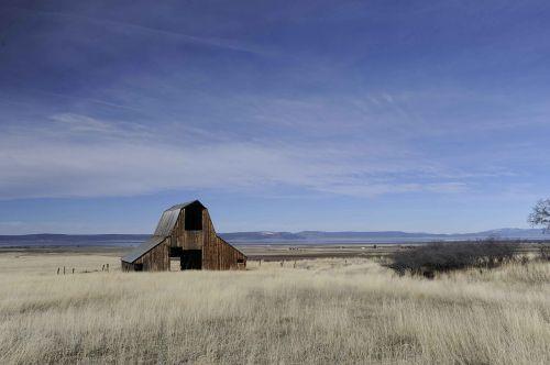 landscape barn old