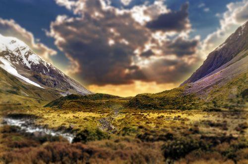 kraštovaizdis,kalnas,gamta,vasara,romantiškas,dangus,laimingas,diena,lauke,vasaros kraštovaizdis,romantika,laukas,grazus krastovaizdis,gamtos kraštovaizdis,gyvenimo būdas,pieva,žalias,pavasaris,širdis,įsimylėjes,medis