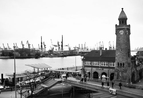 landungsbrücken port of hamburg pegelturm
