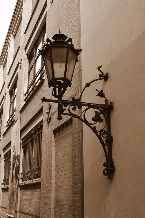 lantern  monument  city