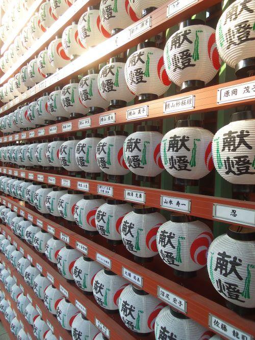 lanterns temple tokyo