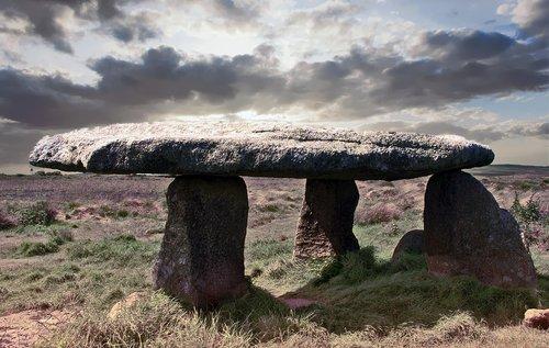 lanyon quoit  south gland  dolmen