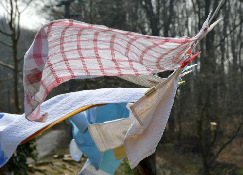 laundry wind flutter