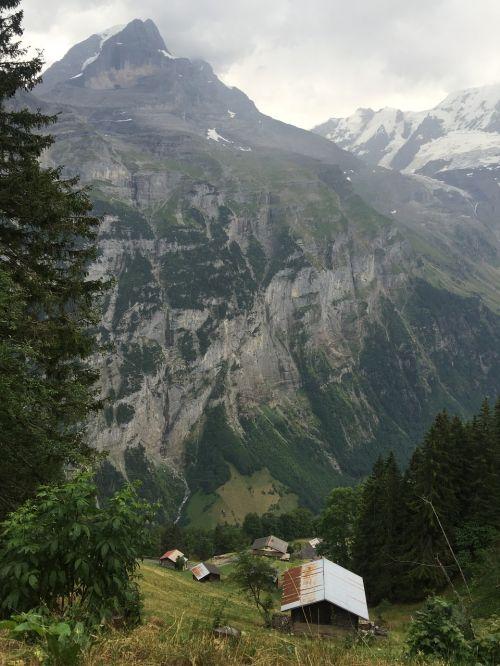 lauterbrunnen switzerland hiking