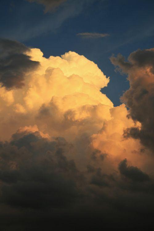 Layered Cumulus Cloud