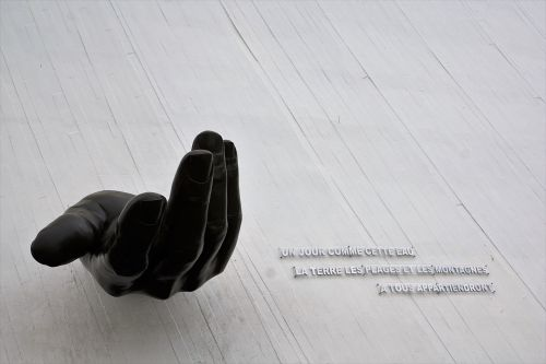 le havre sculpture hand