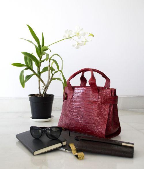 leather lifestyle handbag