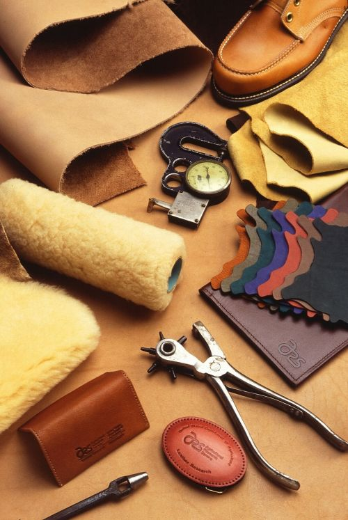 leathercraft work tools
