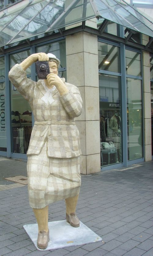 lechner sculpture tourist