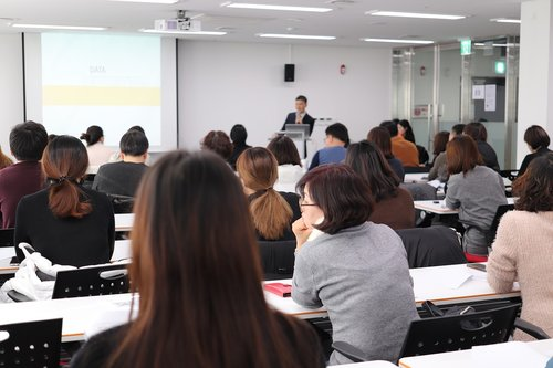 lecture  instructor  classroom