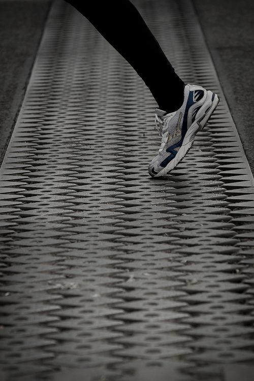 leg foot runner