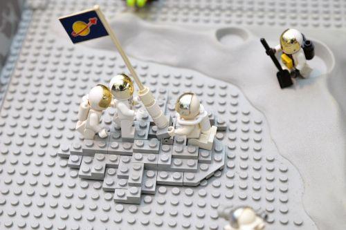 lego moon landing astronauts