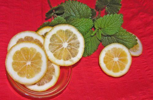 lemon slices lemon balm
