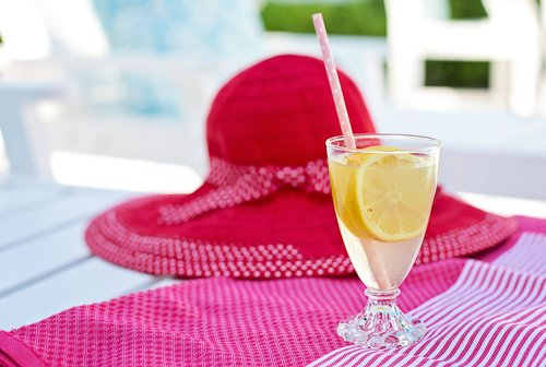 lemonade  lemons  glass