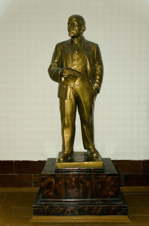 lenin sculpture bronze