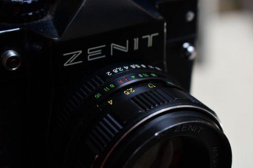 lens shutter opening