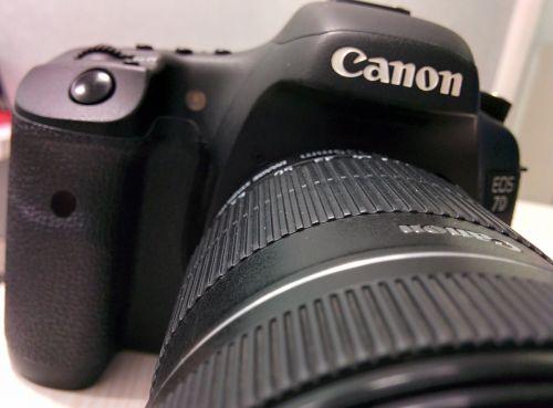 objektyvas,priartinti,fotoaparatas,skaitmeninė kamera,kanonas,dslr,canon eos 7d,skaitmeninis,canon eos,eos 7d,7d,fotografavimas