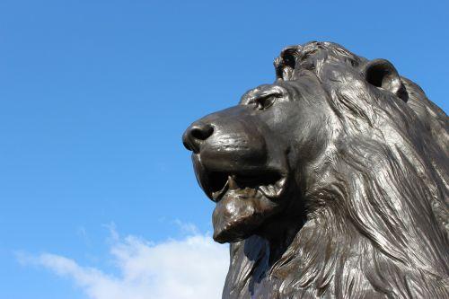 leo london trafalgar square