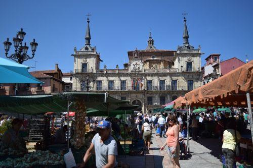 leon market town hall square