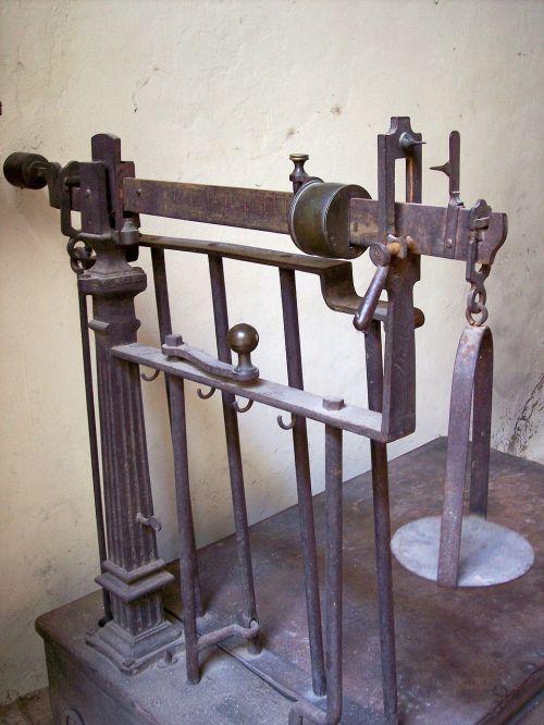 libra old iron