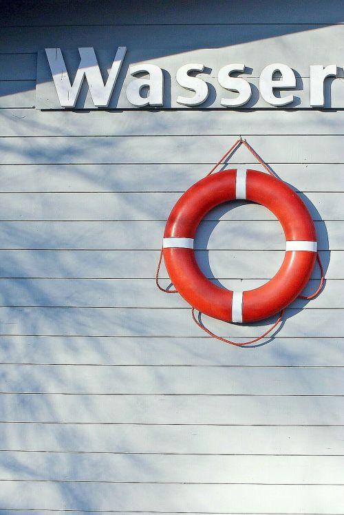 lifebelt swimming ring water