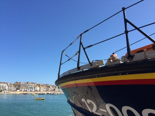 lifeboat cornwall harbour
