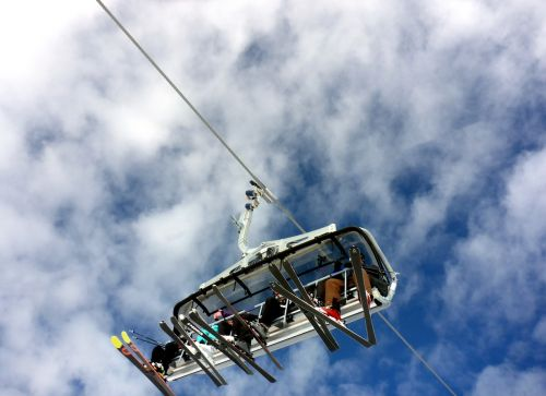 lift skiing chairlift
