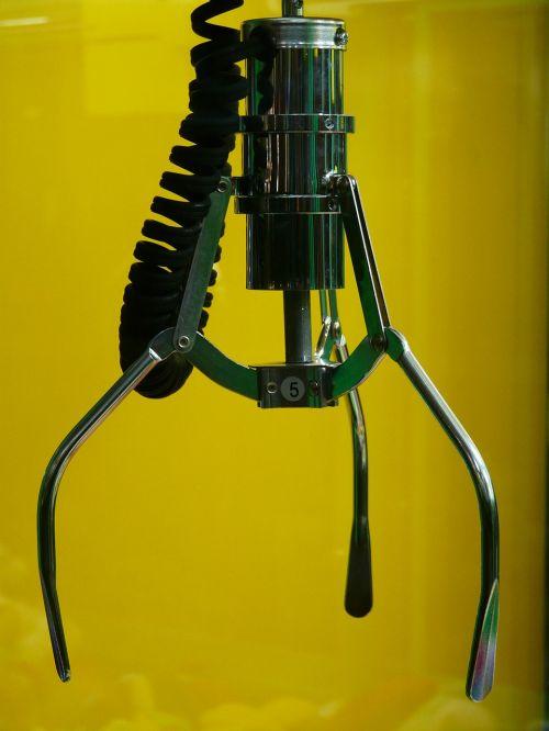 lift arm slot machine gripper