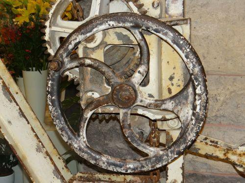 lifting crane gear antique