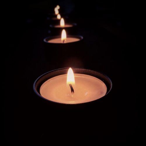 šviesa,tamsa,nudegimai,žvakės