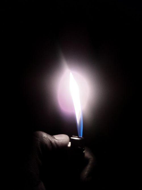light cigarette lighter flame