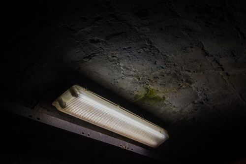 light tunnel fluorescent lamp