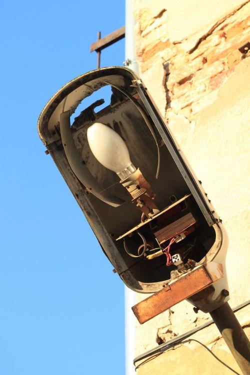 light fixture rusty
