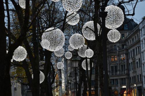 light lamps evening