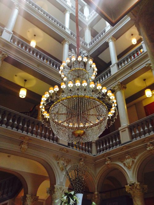 light crown chandelier hell