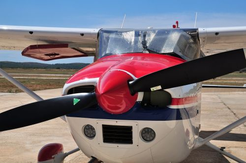light aircraft propeller aircraft