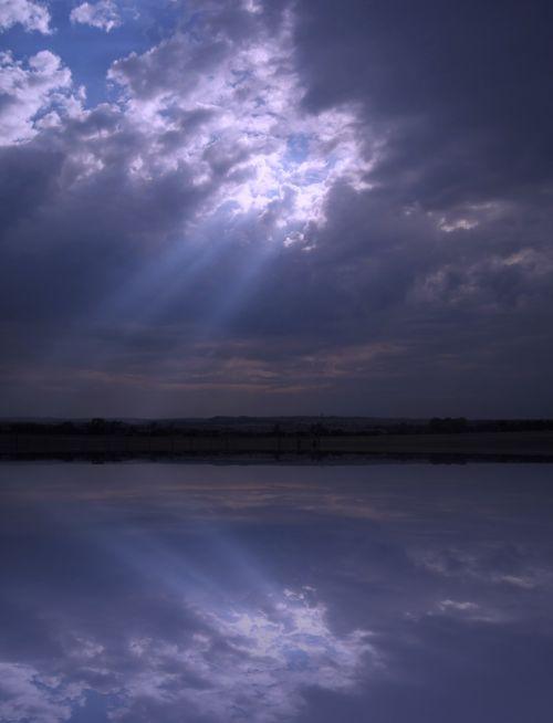 Light Beams Reflecting