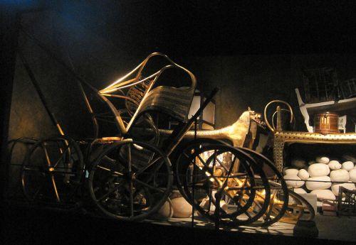 Light On Tomb Treasures