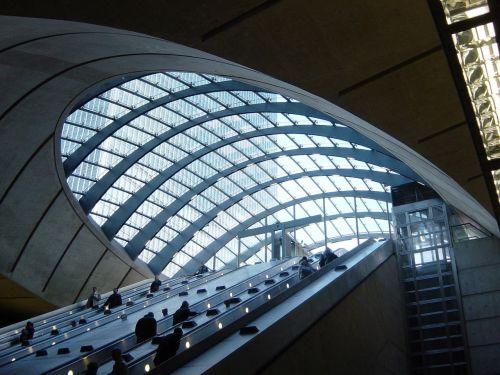 light rail station london canary wharf