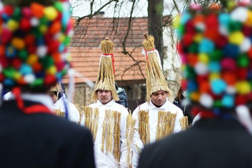 light straw carol carnival carol