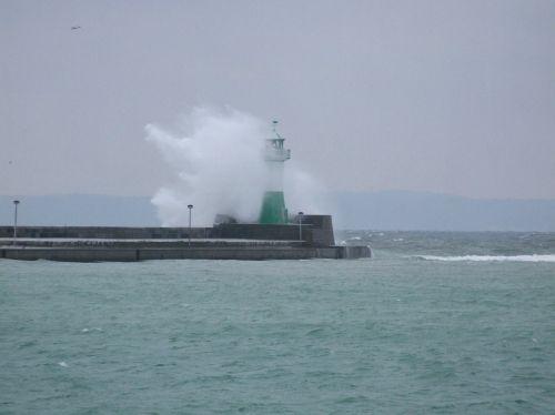 lighthouse forward wave