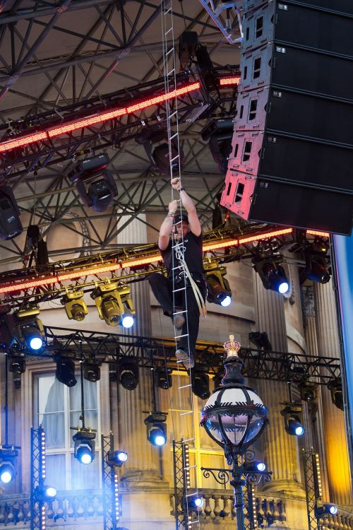 lighting rigger wire ladder climbing