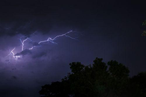 lightning thunder cloud
