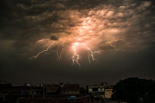 lightning sky pakistan