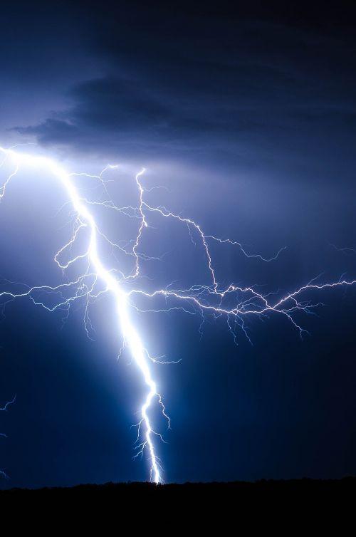 lightning bolt thunderstorm