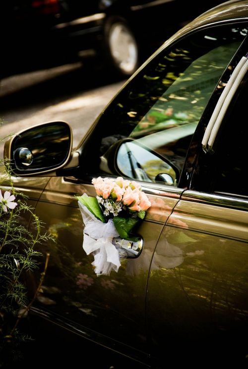 limousine wedding flowers