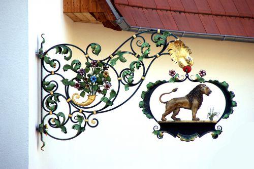 lion shield restaurant