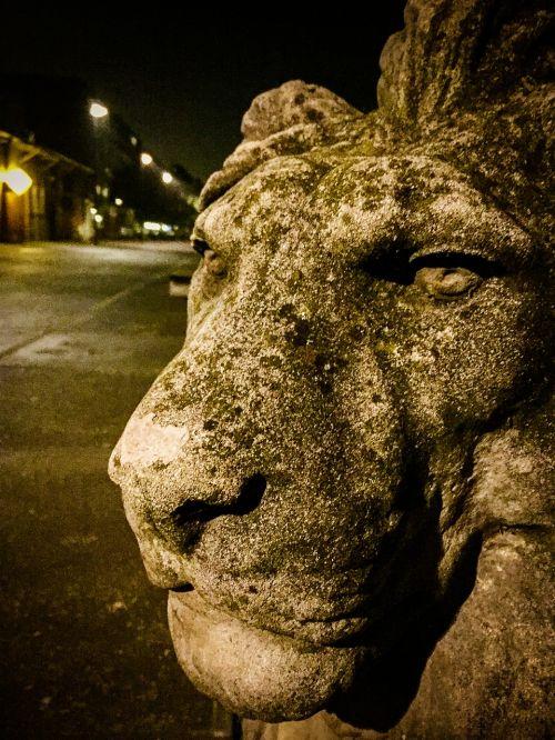 lion amsterdam statue